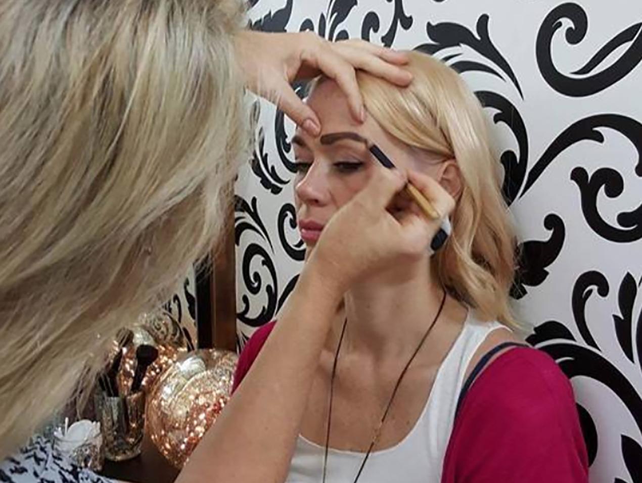 Hawke's Bay Makeup Artist Amanda Murray